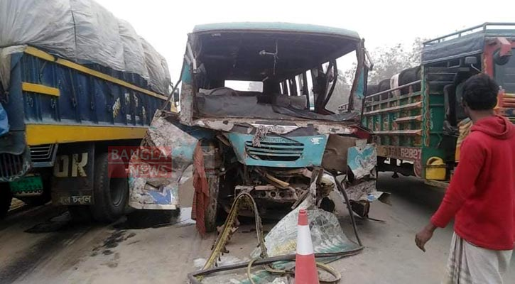 3 killed as bus, truck collide in Sirajganj