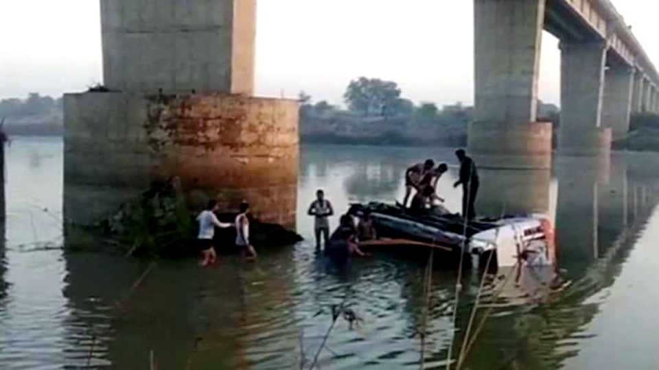 Bus mishap claims 25 lives in western India