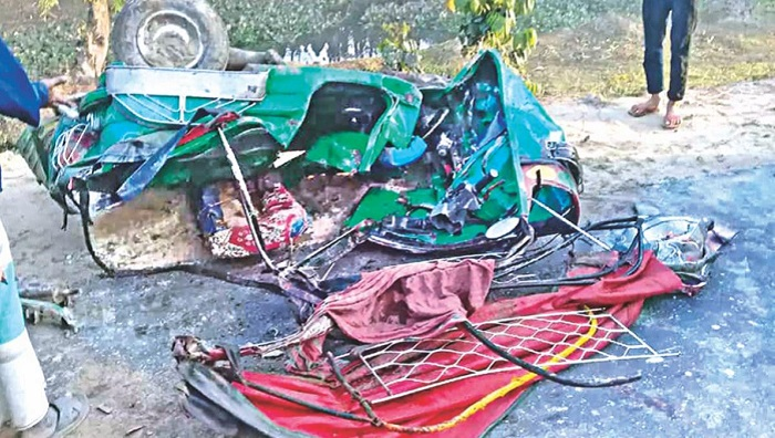 Five killed in Laxmipur road crash