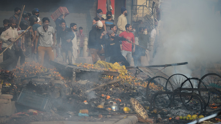 Curfew called in Indian capital after 21 die in sectarian clashes