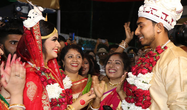 Scuffle over stolen mobile phone sets at Soumya's marriage ceremony