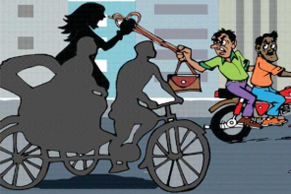Mugging attempt: Woman dies falling from rickshaw in city