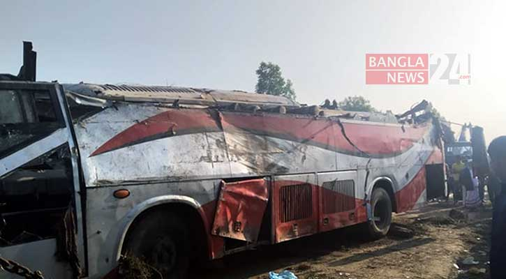 3 killed as picnic bus falls into ditch in Cumilla