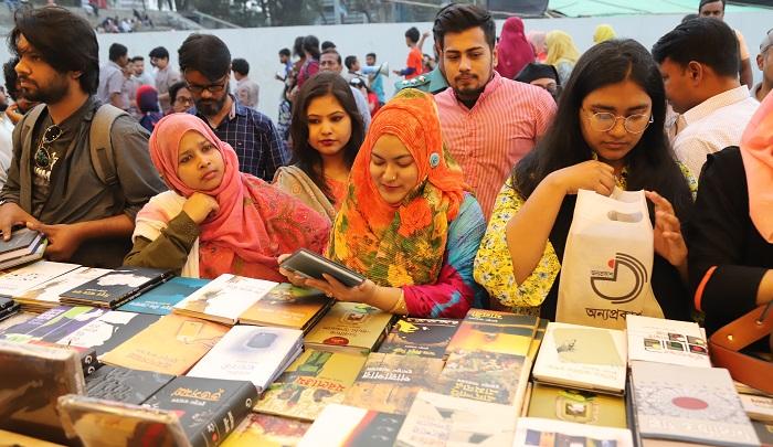 Sellers, readers for extending Amar Ekushey Book Fair