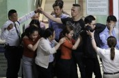 Philippines mall hostage-taker surrenders peacefully: live video