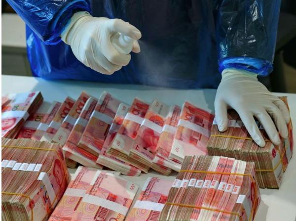 Banknotes may be spreading coronavirus, WHO warns