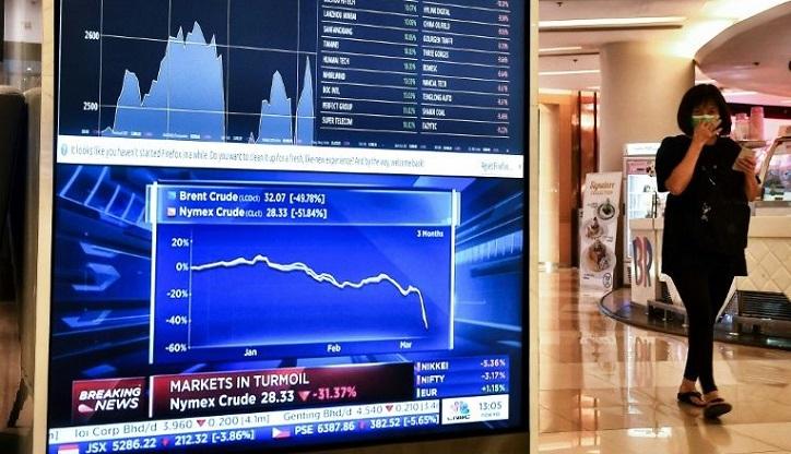 Oil falls most since Gulf War as Saudi starts price war