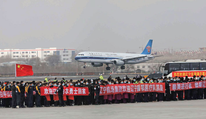 An airplane carrying 137 members of a medical assistance team from Shenyang