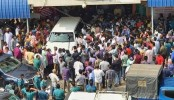 Overcrowding at BSMMU gate, Khaleda's house raises corona concern