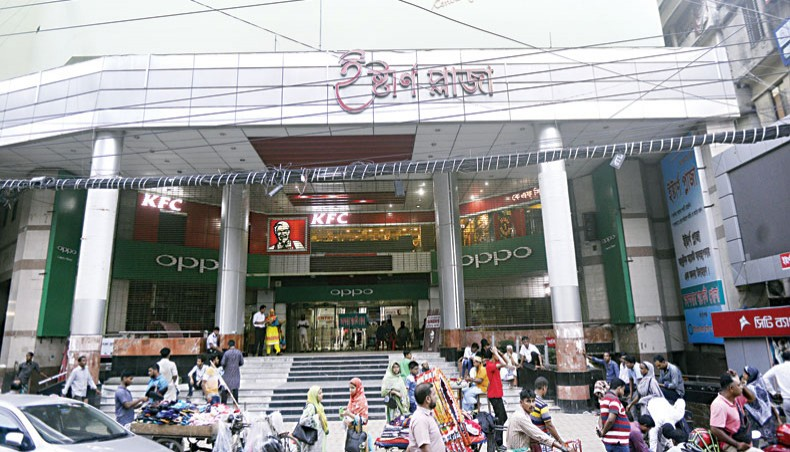 Closure of shopping malls in city extends till April 4