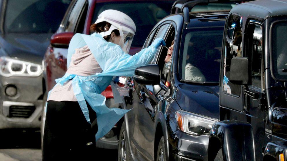 Coronavirus: Global death toll hits 33,965