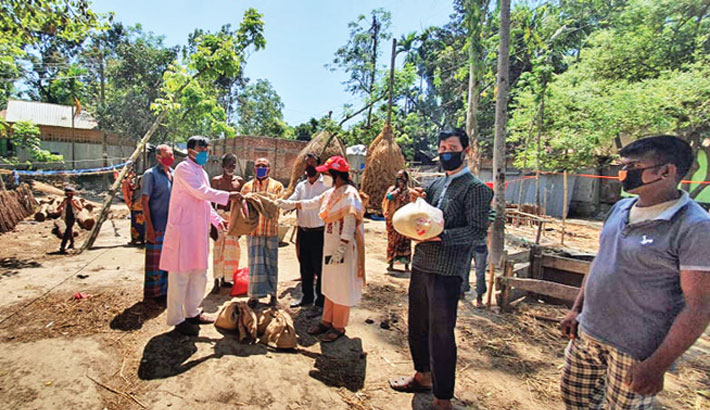 Distributes food items among the poor people