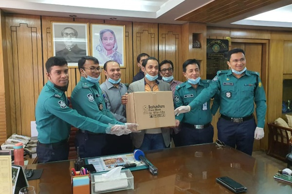 Bashundhara Group provides 25,000 masks for cops