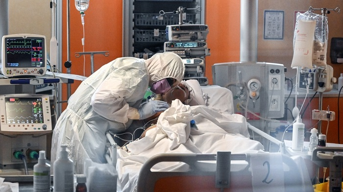 Coronavirus death toll tops 60,000 as cases sharply rise