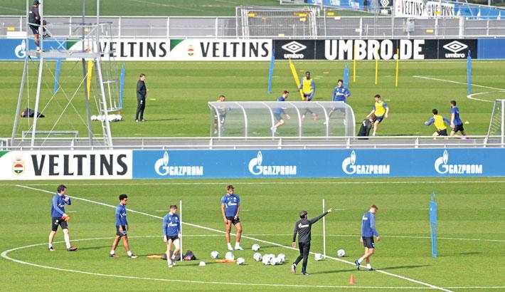 Bundesliga clubs resume training