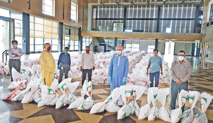 Bashundhara Group provides food aid for newspaper hawkers
