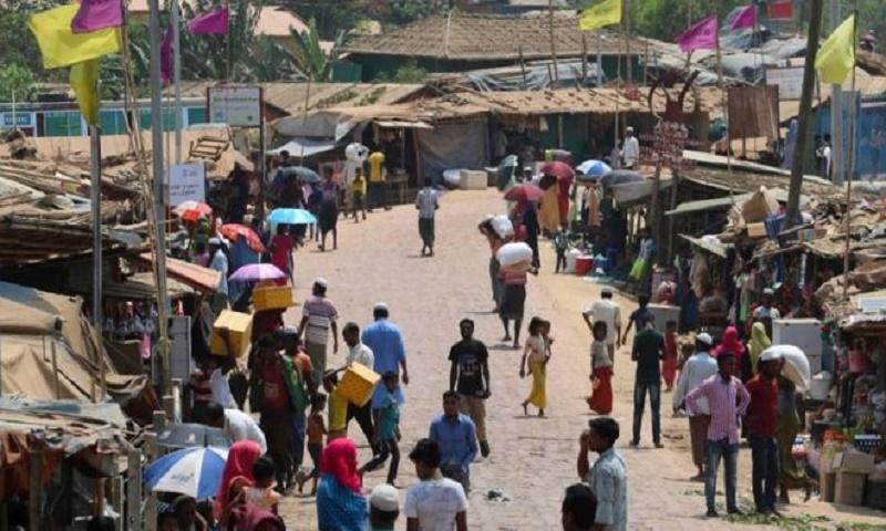 Coronavirus: Bangladesh locks down a million in Rohingya camps