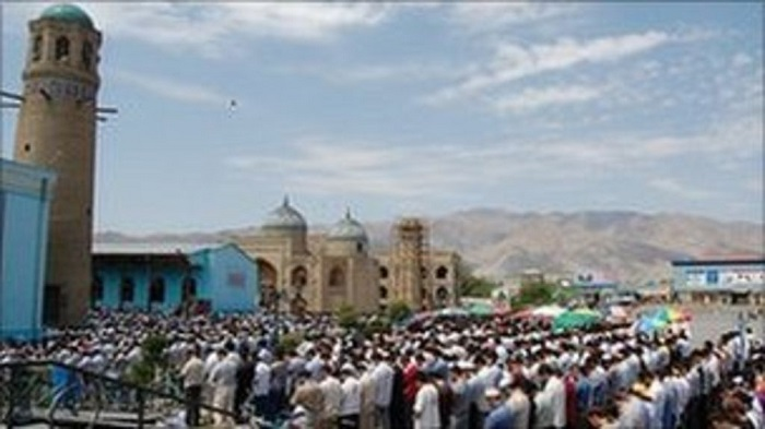 Thousands of Tajiks head to Friday prayers before ban