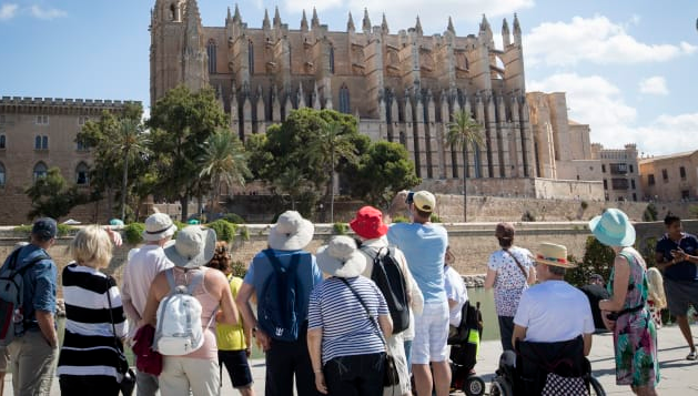 Spain's Mallorca eyes German travelers by late June to restart tourism