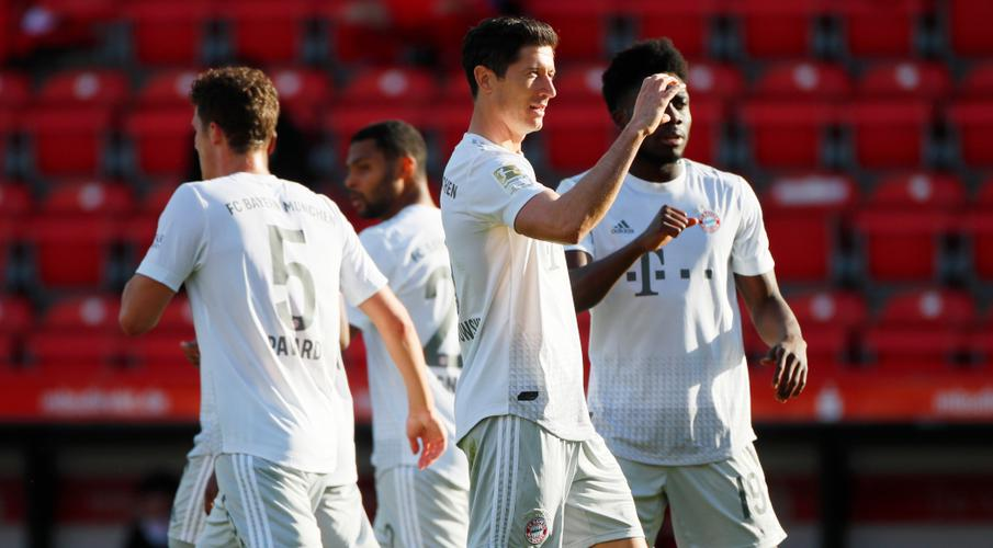 Leaders Bayern brush Union aside on Bundesliga return