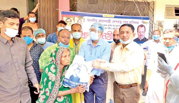 Md Golam Faruque distributes food items