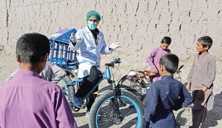 Afghan cyclist in 'door-to-door' campaign to curb corona