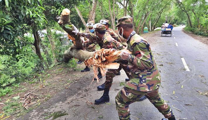 Bangladesh Army remove a tree