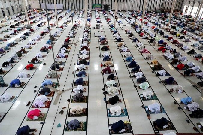 Main jamaat of Eid-ul-Fitr held at Baitul Mukarram