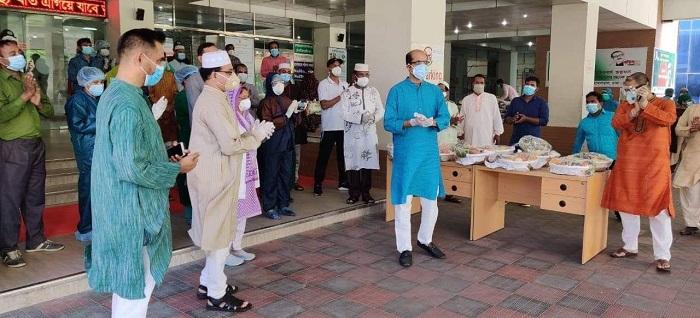 Mayor Atiqul exchanges Eid greetings with doctors, nurses