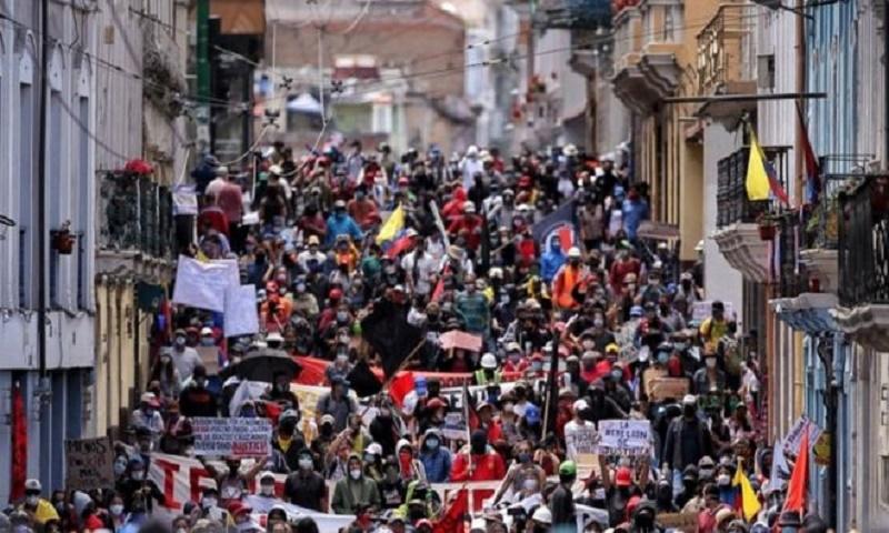 Coronavirus: Ecuador protests against cuts amid pandemic
