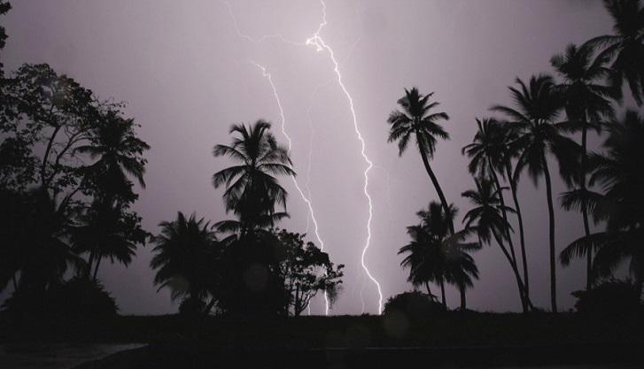 Three killed in Chapainawabganj lightning strikes