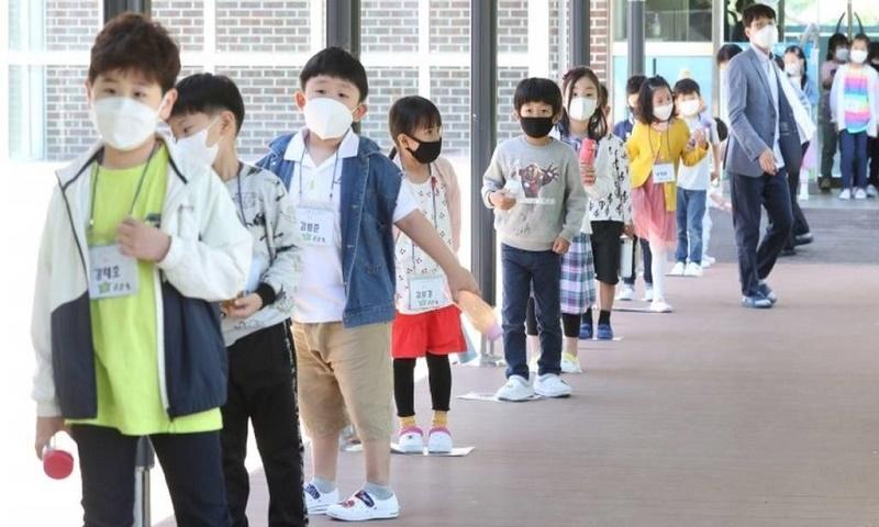 South Korea schools close again over virus spike