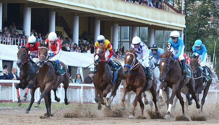 Horse racing back on track as Moscow lockdown eases