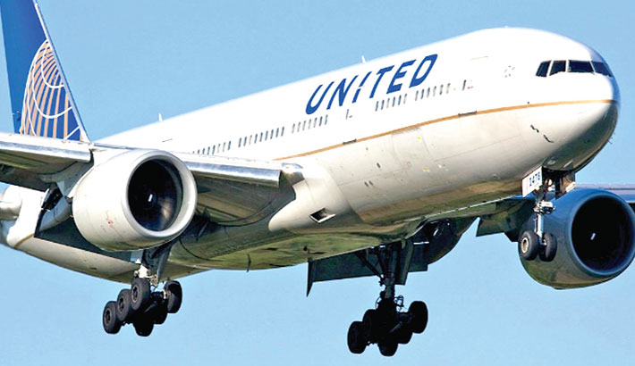 United Airlines to cut 13 top jobs