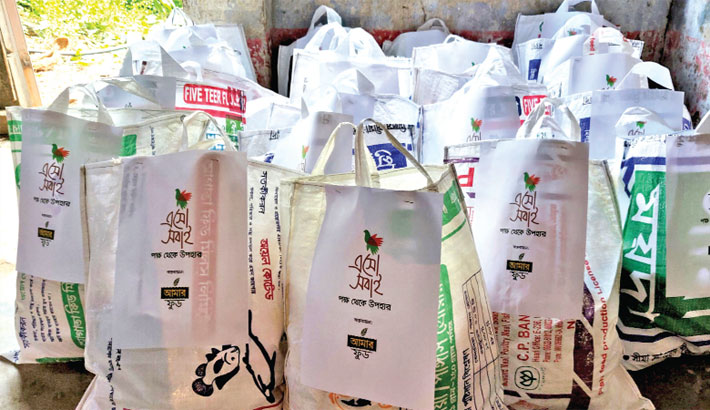 Amar foods, Esho Shobai distribute Eid gift packages