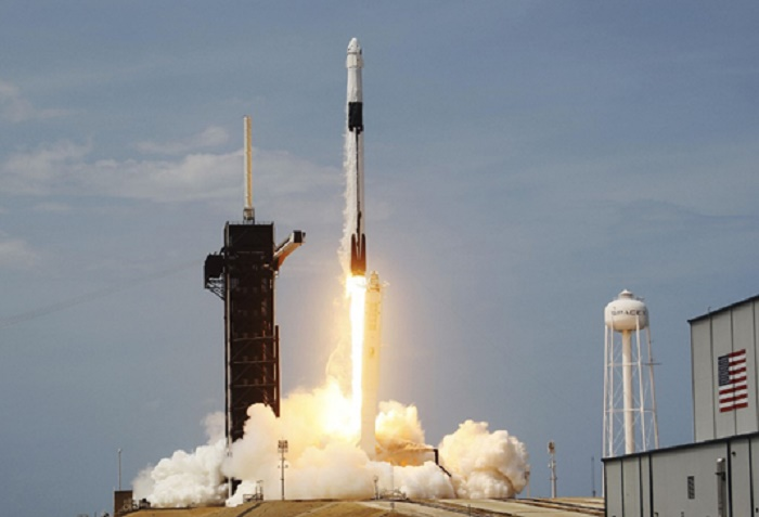 SpaceX heading for ISS on historic private crewed flight