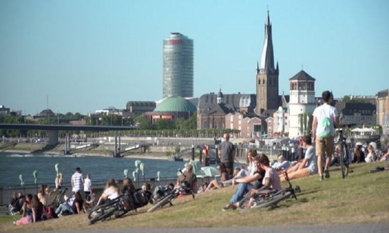 Coronavirus: Germany divided as states lift lockdown