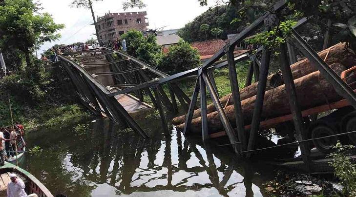 Bailey bridge collapse snaps road link in Munshiganj