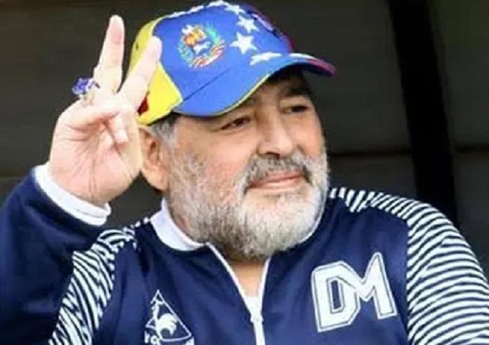 Maradona extends contract with Gimnasia y Esgrima