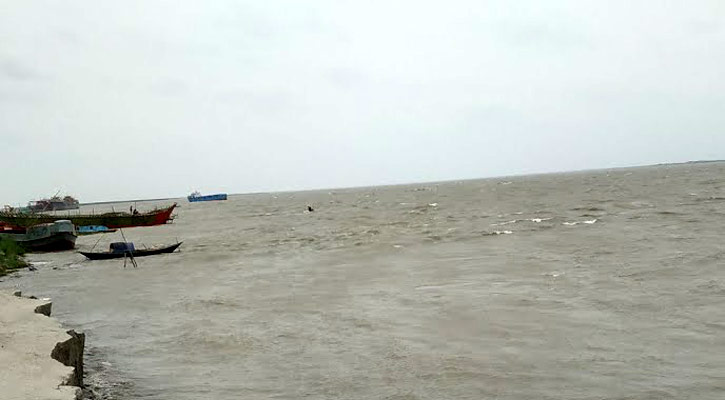 5 labourers missing as boat sinks in Padma river