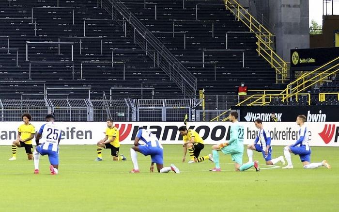 Dortmund, Hertha take knee as Bundesliga rallies for Black Lives Matter