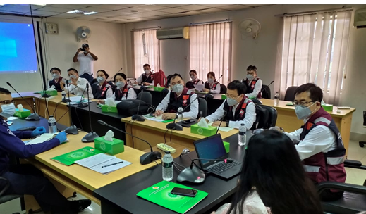 Chinese physicians share COVID-19 experiences with local doctors