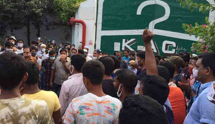 Garment workers demonstrate in Gazipur for wages