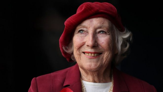 Dame Vera Lynn: Forces' Sweetheart dies aged 103