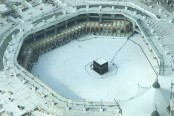 Saudi Arabia to reopen Mecca mosques Sunday