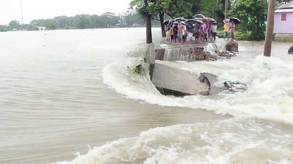 Flooding maroons around one million people