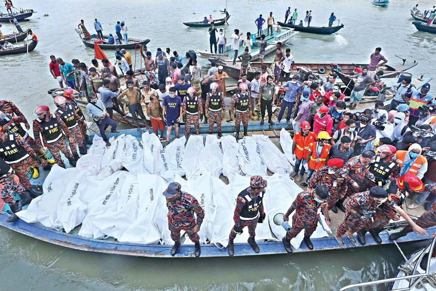Case filed against 7 people over Buriganga launch capsize