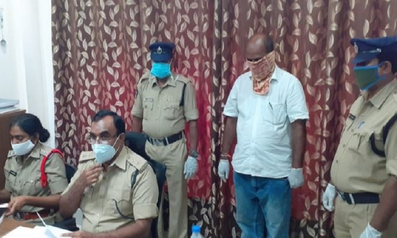 India coronavirus: Official asked to wear mask assaults female worker