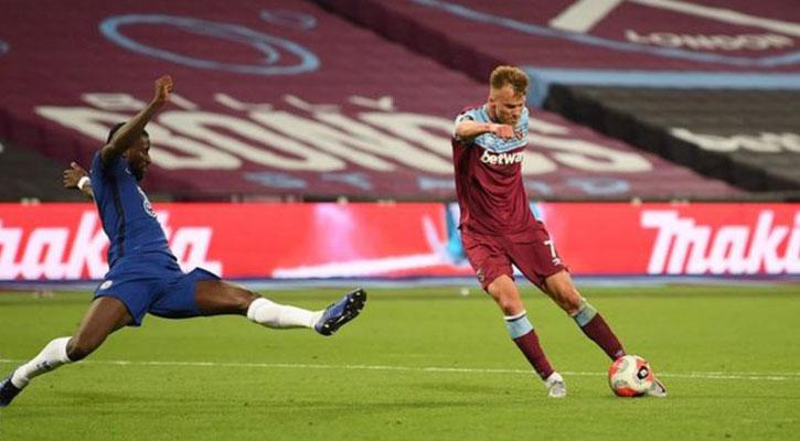 West Ham stun Chelsea, Aubameyang fires Arsenal revival