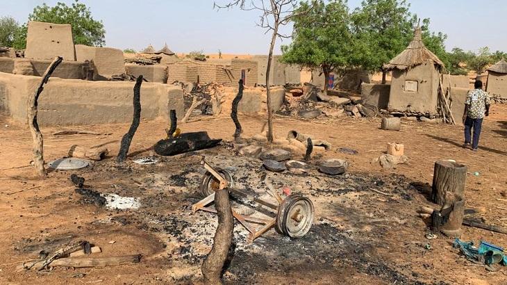 Armed men kill 30 villagers in Mali attacks: local officials